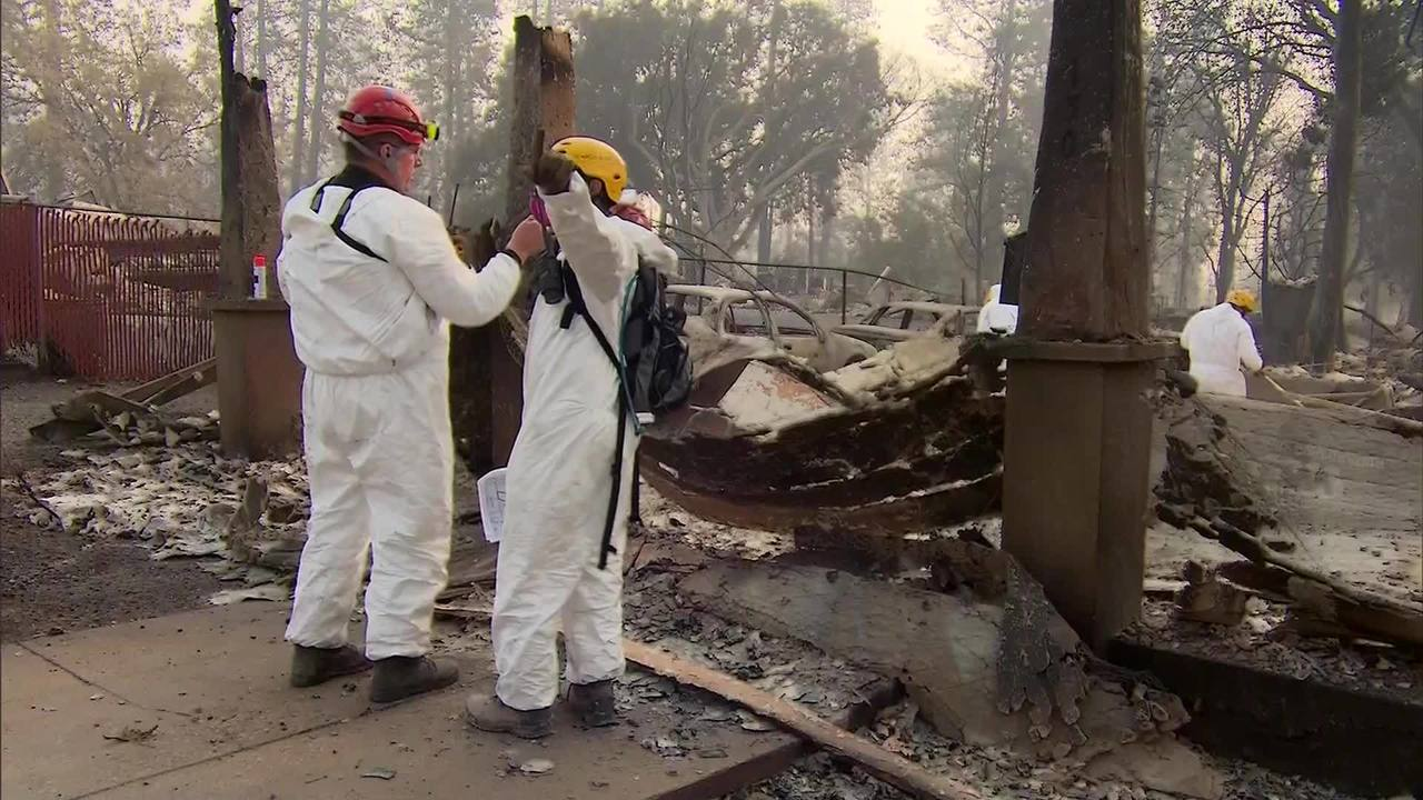 Searchers_in_California_fires_step_up_ef_0_20181118215838