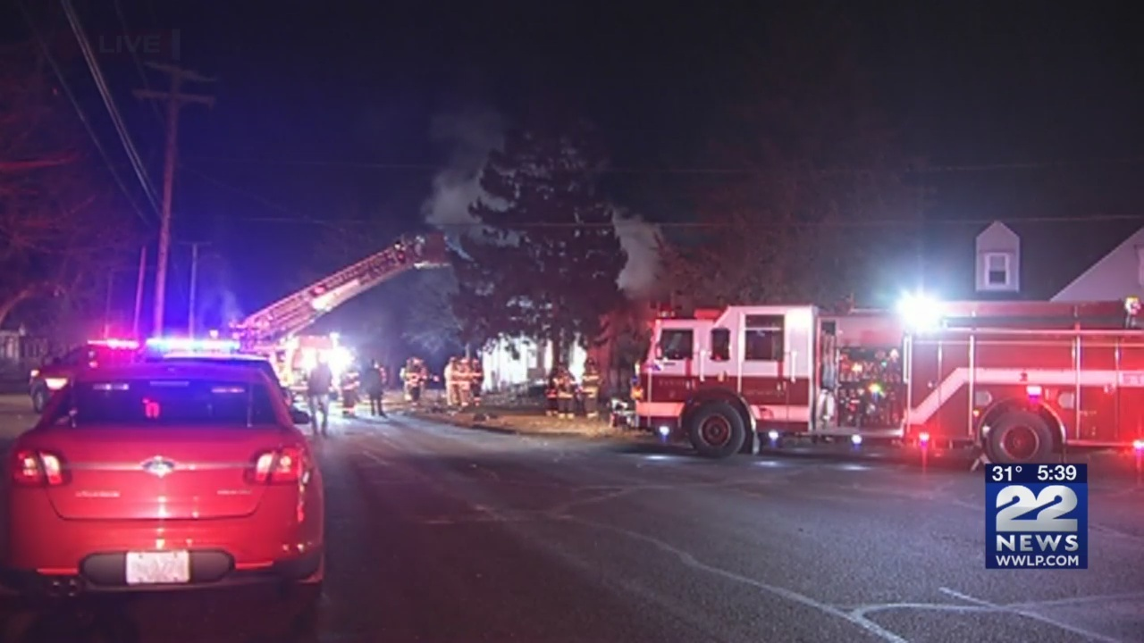 Firefighters_working_to_put_out_house_fi_0_20190103104402