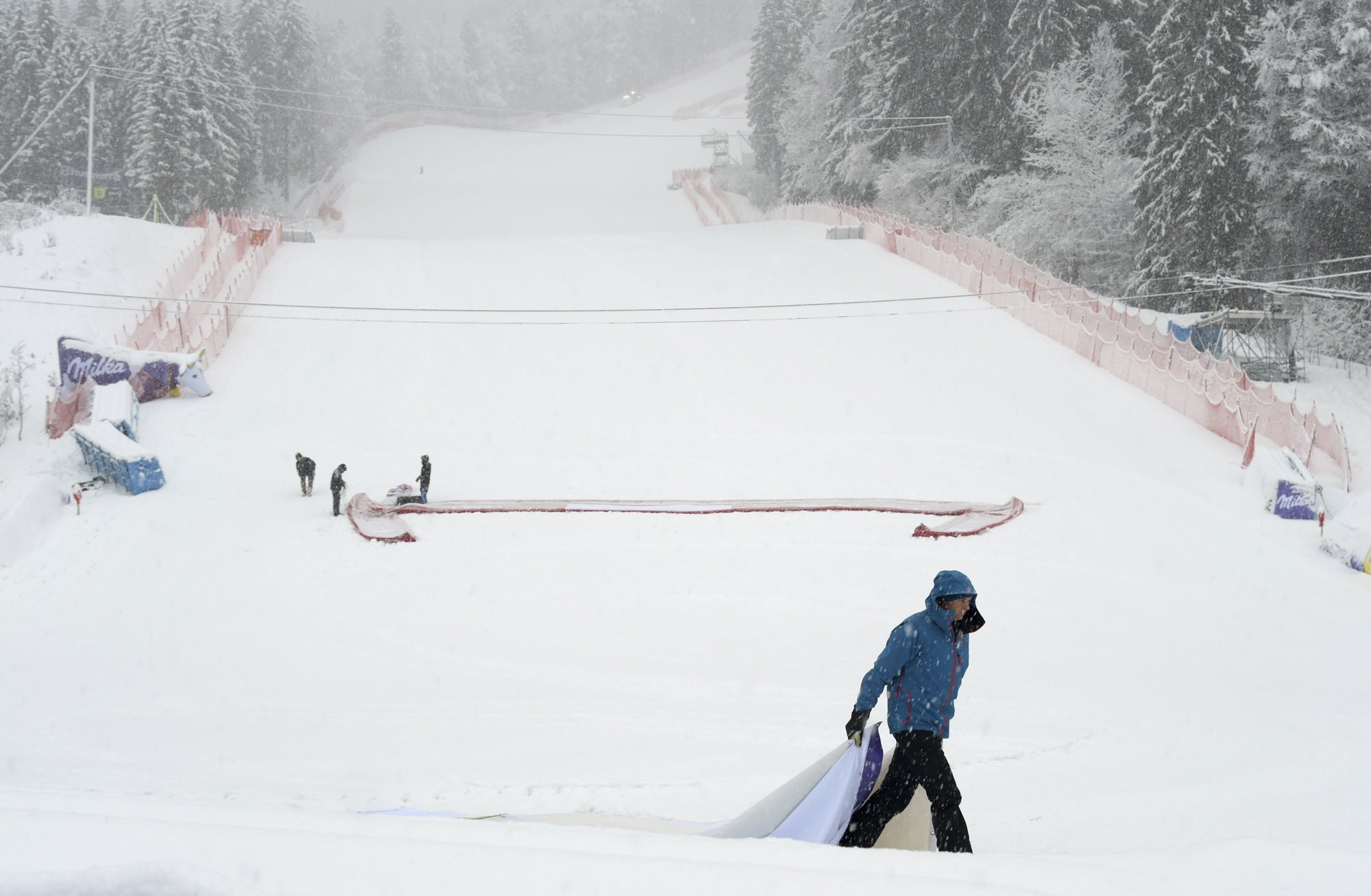 Heavy snow in Germany forces World Cup race to be cancelled_1549211504200.jpeg.jpg