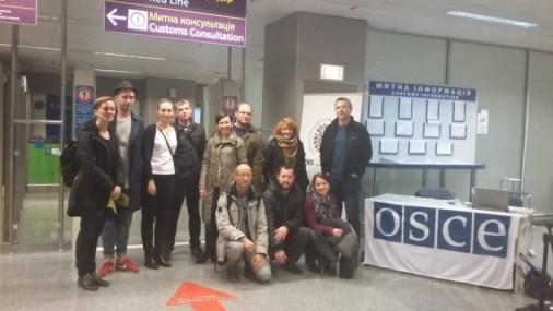 Obserwatorzy drugiej tury wyborów lokalnych naUkrainie przylecieli doKijowa (trójka obserwatorów jest już naUkrainie).