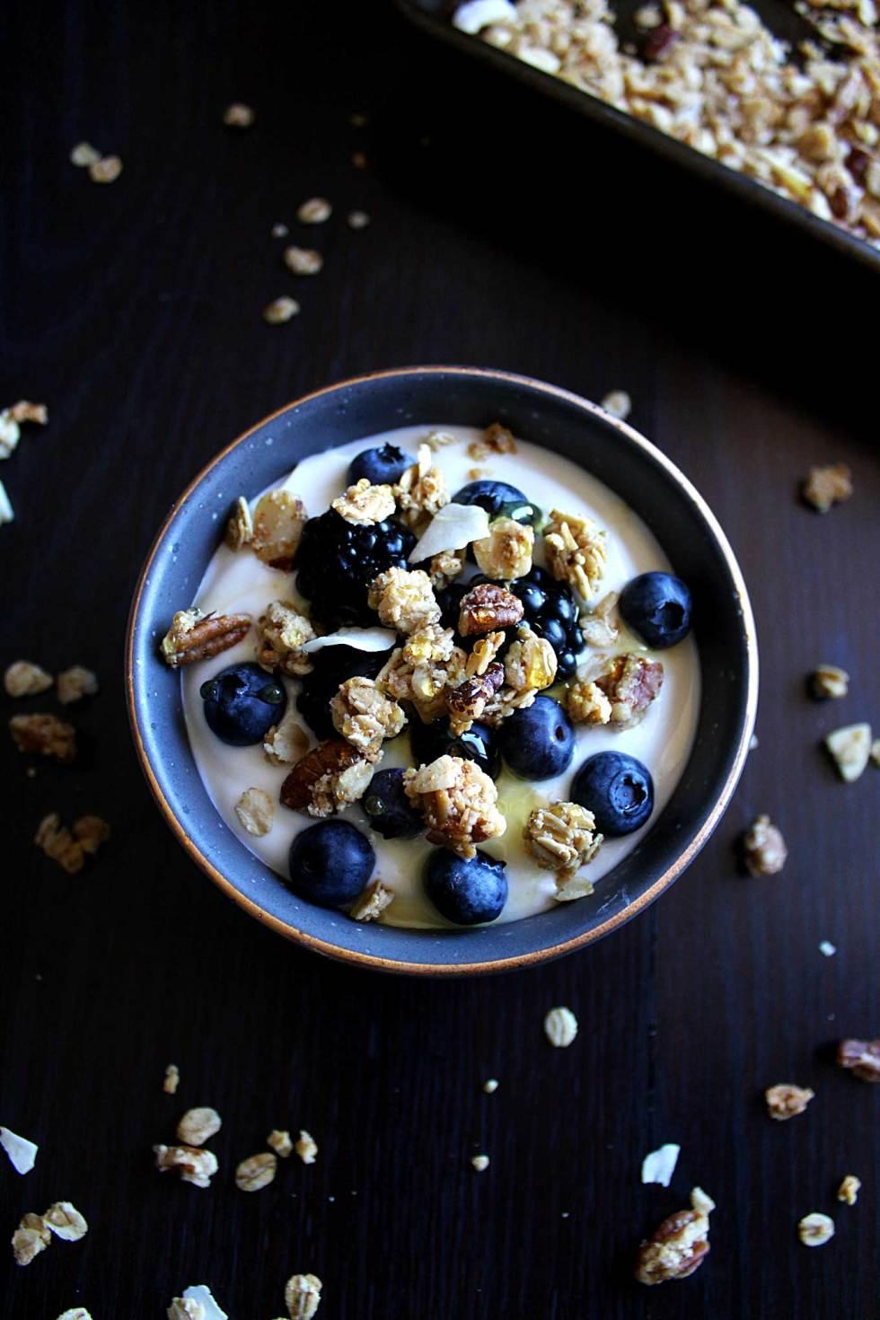 Healthy Coconut Granola | Low Carb Granola | Healthy Granola | Maple Pecan Granola | Crunchy Granola