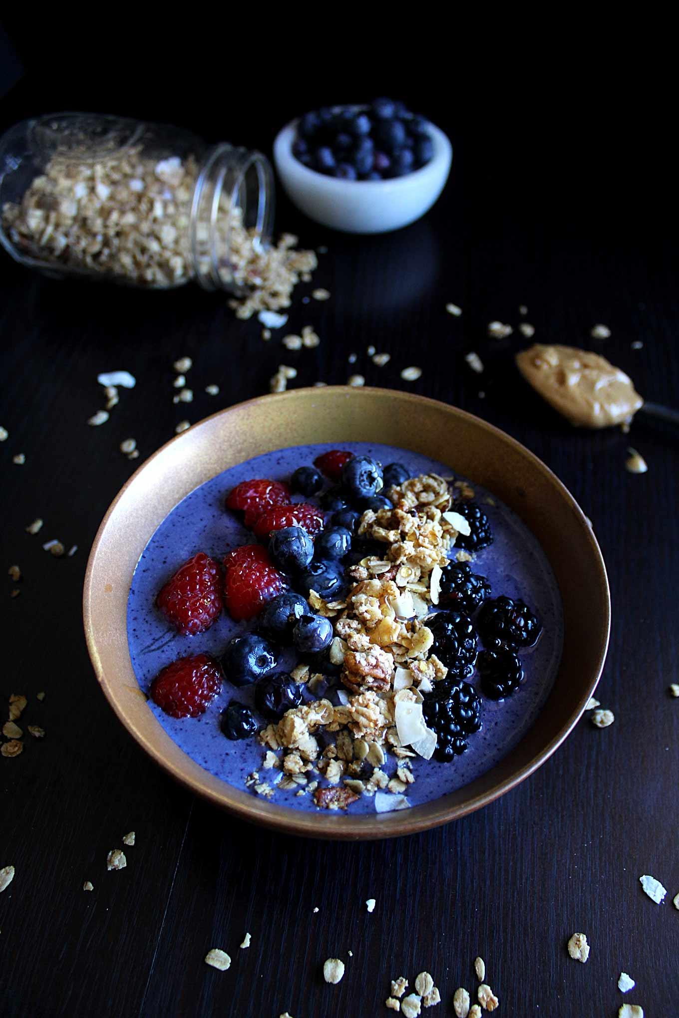 Skinny Peanut Butter Protein Smoothie Bowl | wyldflour