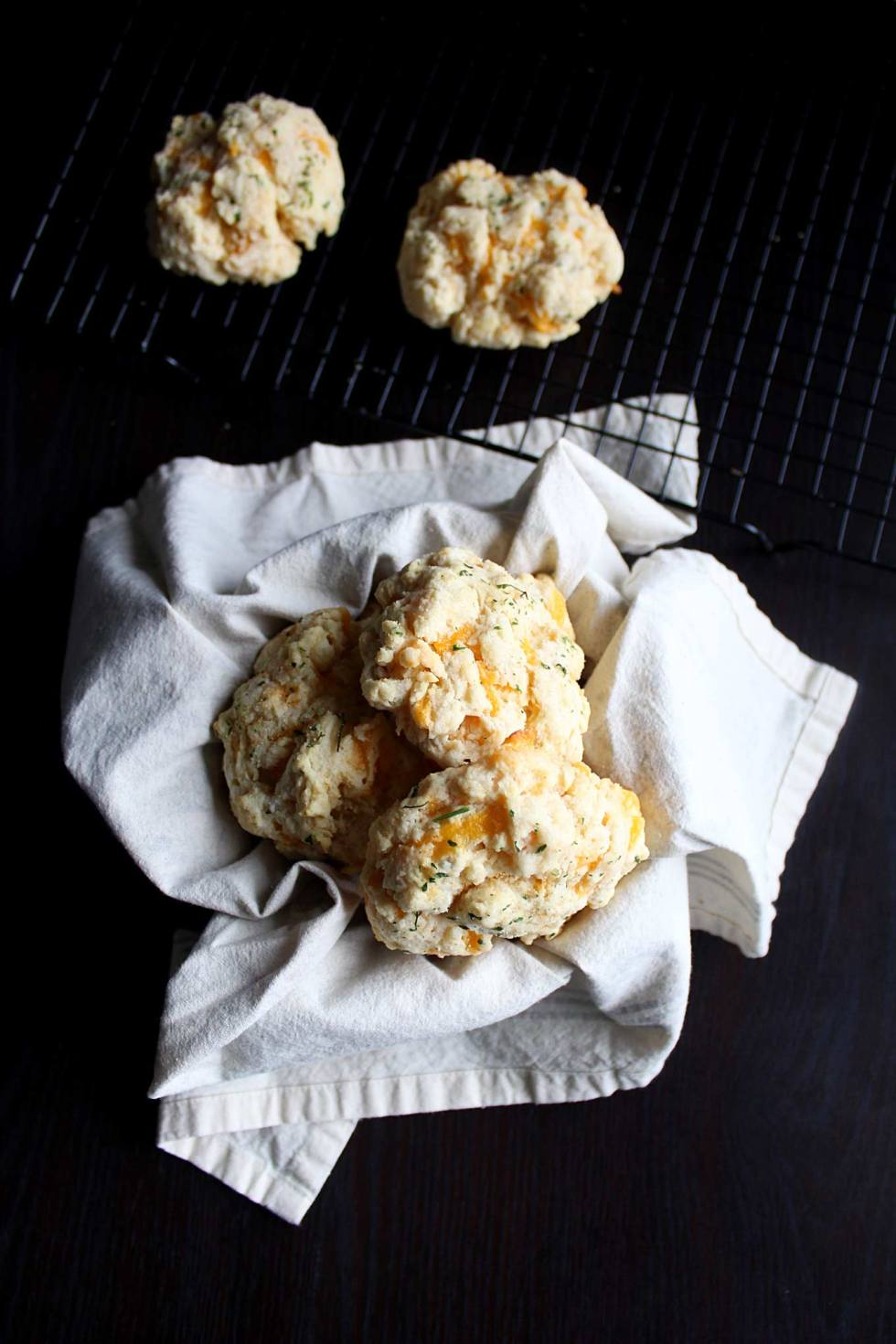 Copycat Red Lobster Cheddar Bay Biscuits Recipe | Super Easy | Bisquick | Cheddar Garlic Biscuits | Snacks | Dinner Rolls | From Scratch