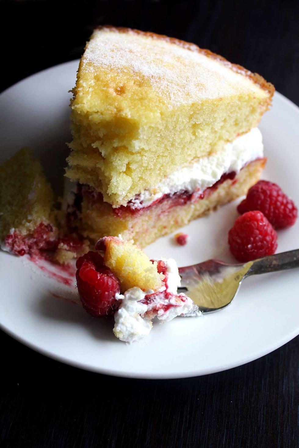 Victoria Sandwich | Sponge Cake | Great British Bake Off | Baking Show | Technical Challenge 1x01 | Raspberry | Homemade Whipped Cream | Recipe | Dessert