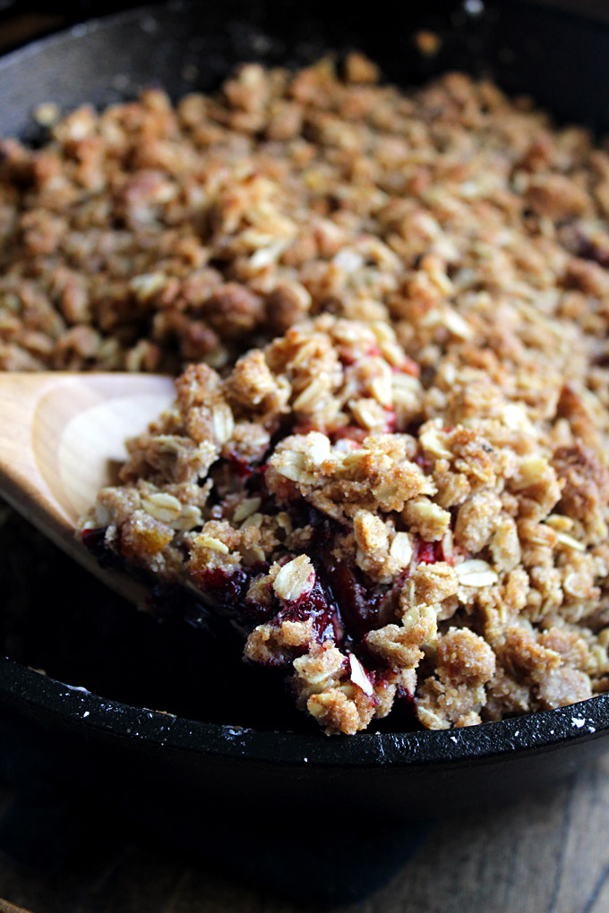 Cardamom Oat Fruit Crumble | Easy Fruit Crisp | Berry Crumble with Oats