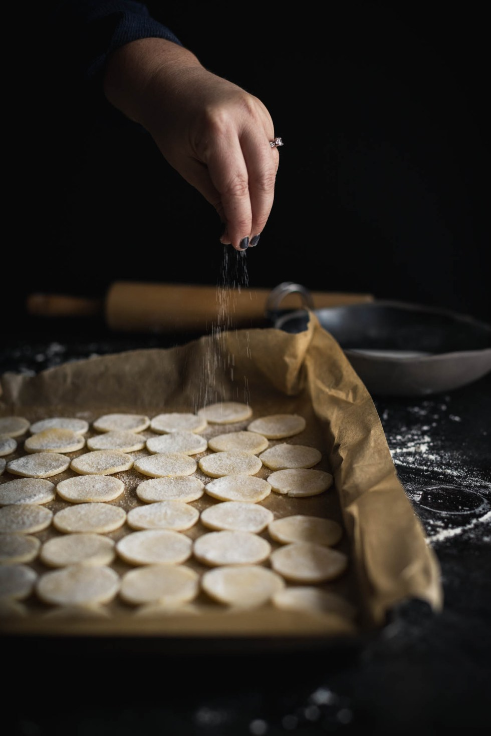 Sprinkling sugar over lemon raspberry swedish cream wafers