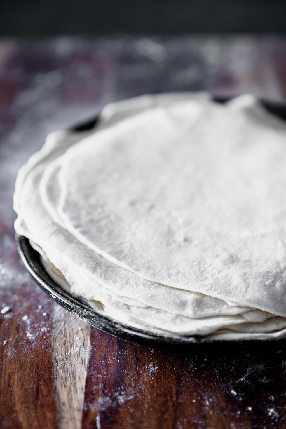A stack of well-floured tortillas ready to be cooked.