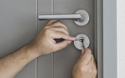 How do locksmiths open doors?