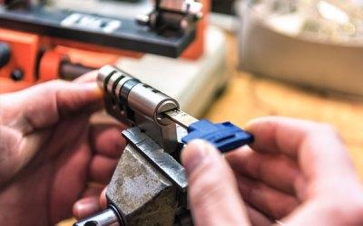 How do locksmiths change locks?