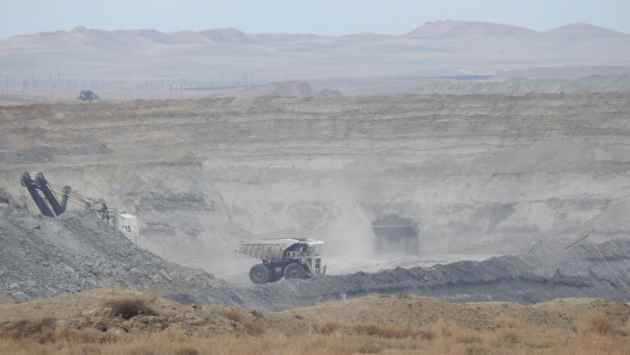 Black Thunder coal mine, in the southern Powder River Basin. (courtesy of Shannon Anderson, Powder River Basin Resource Council - click to enlarge)