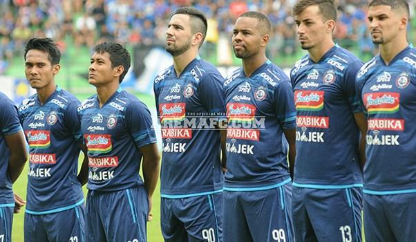 Pertandingan Sepakbola Arema FC Uji Coba Lawan Persib Bandung