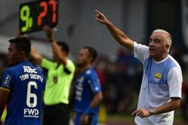 Persib Bandung Terpuruk Begini Komentar Pihak Manajemen