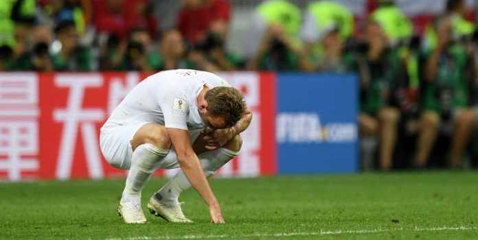 Gary Neville Curiga Inggris Paksa Harry Kane Turun Meski Cedera