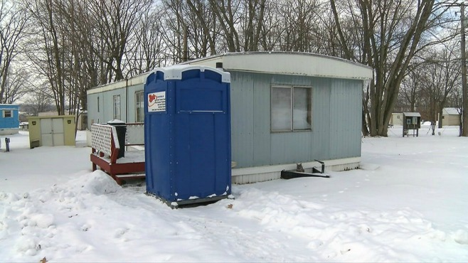 Girard woman rents outhouse after pipes freeze_31367