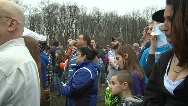 Hundreds attended a vigil and fundraiser for three victims of a fatal fire in Youngstown_36688