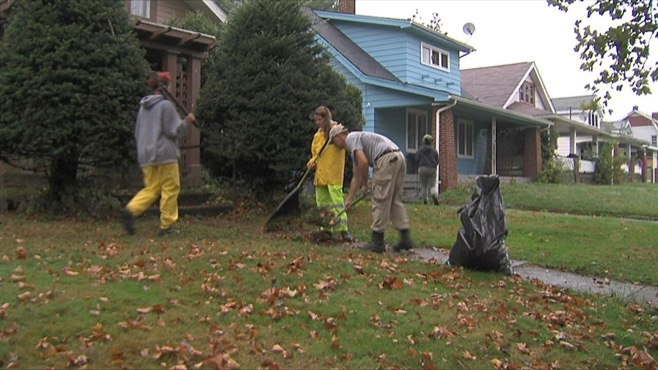 AmeriCorps members target Youngstown blight_53037
