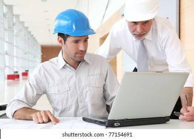 مهندس بترول للعمل فى الامارات