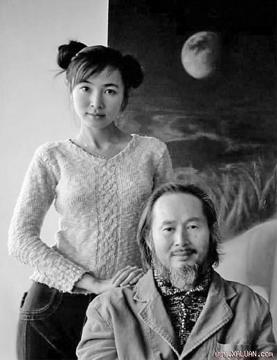 Hoạ sĩ Lý Tráng Bình (61 tuổi) và con gái Lý Tần (23 tuổi)