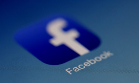 Android apps transfer user data to Facebook