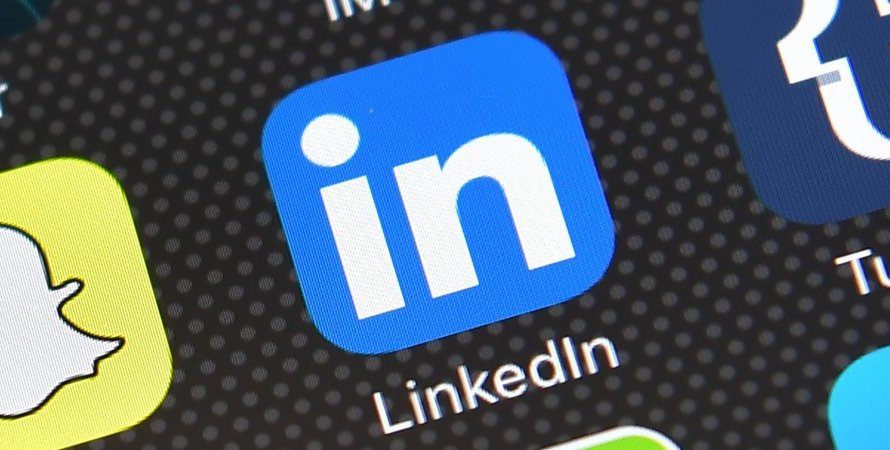 LinkedIn is Apparently Working on a Way to Add a Poll to Posts