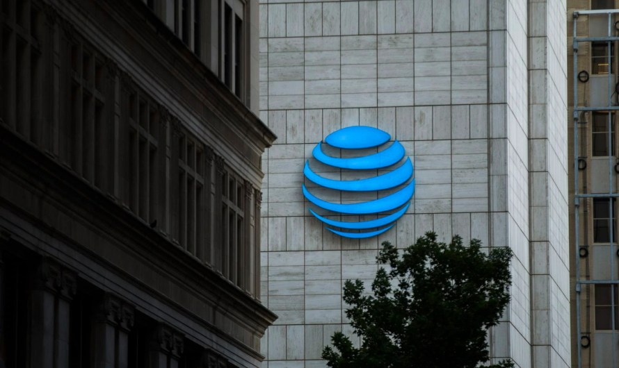 AT&T is Trying to Scaremonger its Customers into Buying New Phones Right Now, Even as People Struggle to Pay Bills