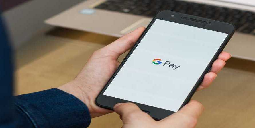 Google Pay just Added this Handy New Option to Make Paying Restaurant Bills a Lot Easier for Groups