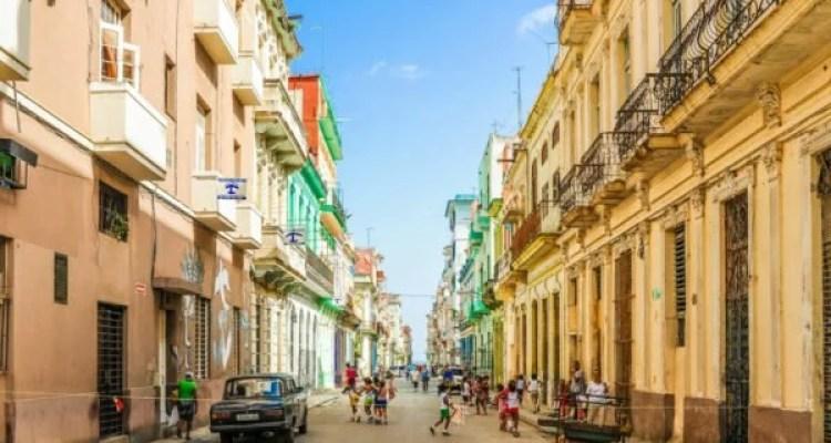 """Em Cuba só tem três coisas que funcionam: É a Segurança, a Educação e a Saúde"""""""