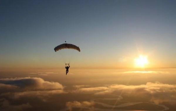 Ailton Krenak: Hora de descobrir um paraquedas