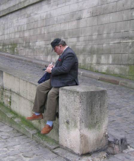 Paris City Photo - Fat guy listening to his iPod in front of la Seine River