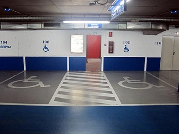 aparcament mobilitat reduida plaça minusvàlid passeig santa clara vic