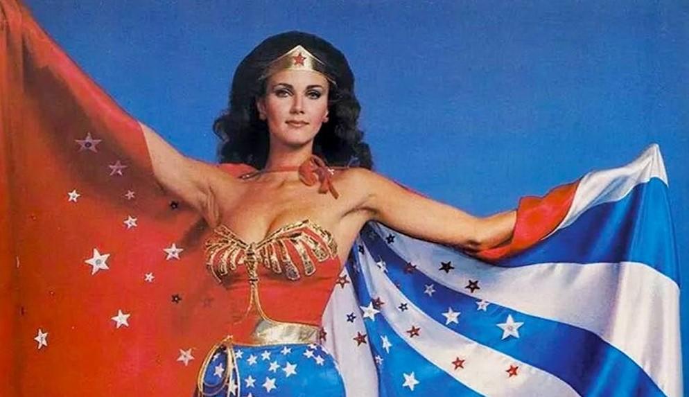 Previously... Wonder Woman / Règne des Super-Héroïnes