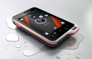 Le Sony Ericsson Xperia Active résiste aux éclaboussures.