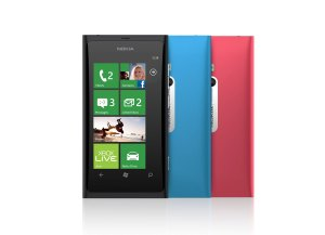 Le Windows Phone Nokia Lumia 800.