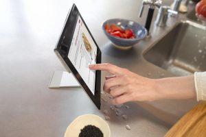 Etanche, la Sony Xperia Tablet S à la cuisine.