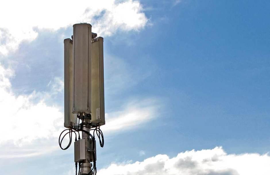 Le rayonnement des antennes reste un sujet de préoccupation alors que l'usage des smartphones explose...