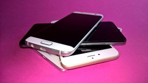 Samsung Galaxy S7 edge, Honor 5X, Apple iPhone 6S Plus et Huawei Mate 8.