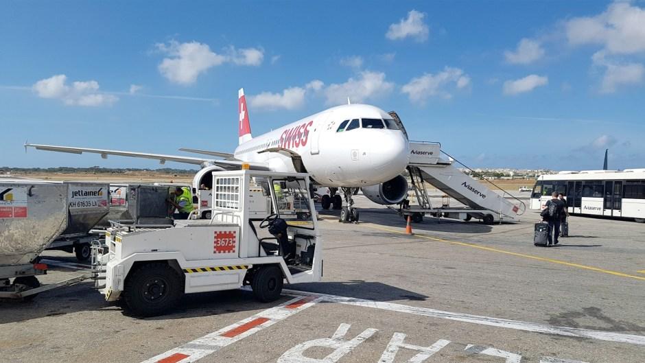 Rien de plus simple que d'acheter une SIM Swiss Mobile sur les vols de Swiss. L'idéal pour ne pas se faire plumer, voire guillotiner en itinérance par son opérateur basé en Suisse…