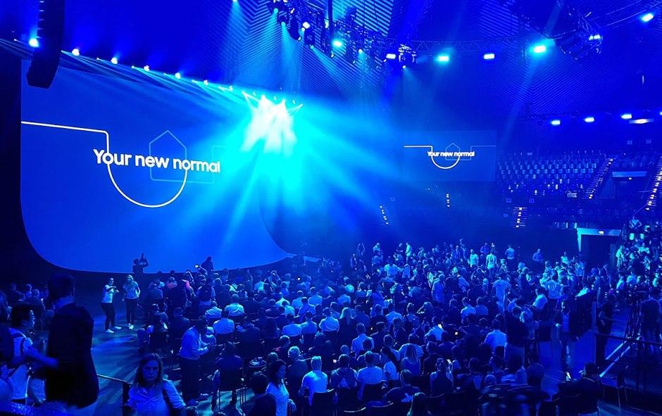 Samsung veut s'adapter aux besoins des utilisateurs, d'où le slogan « your new normal ».