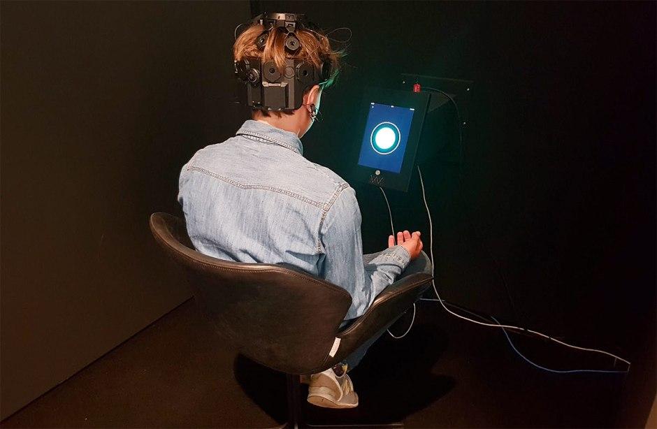 Mental Work à l'ArtLab de l'EPFL: dix-neuf électrodes sur le crâne...