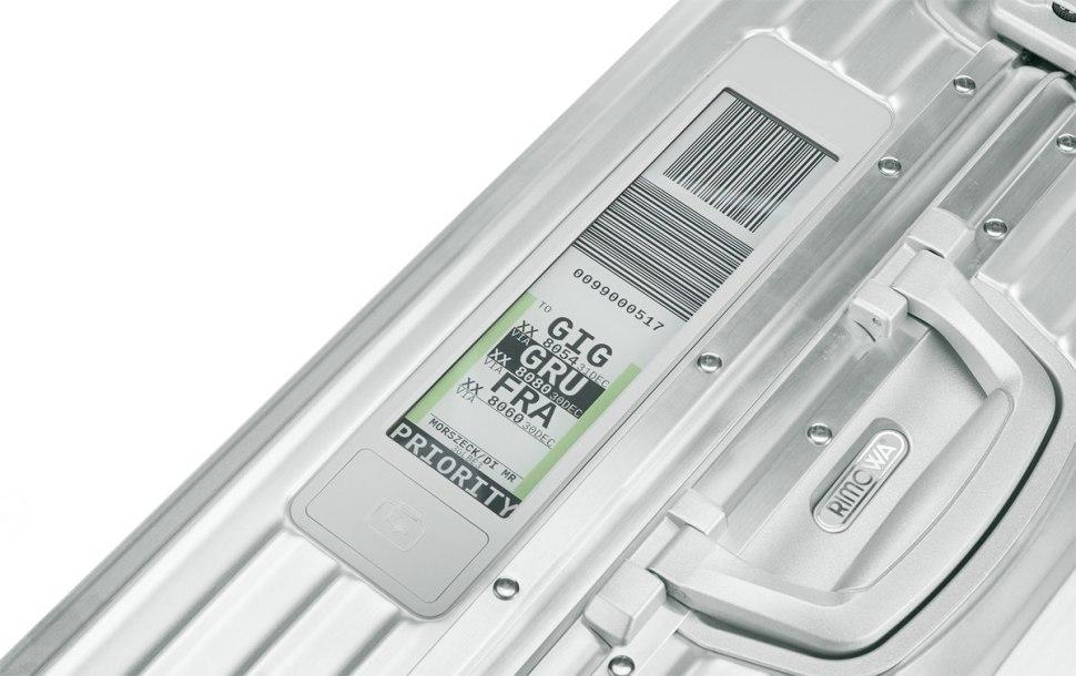 Voyage en avion: Le Rimowa Electronic Tag remplace l'étiquette papier traditionnelle.