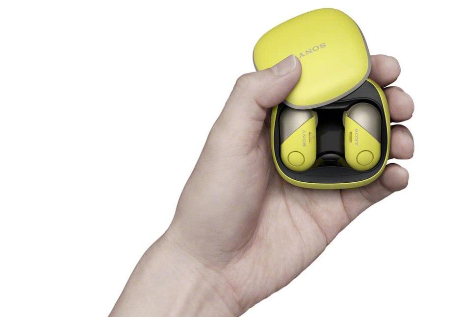 Selon Sony, le casque audio WF-SP700N se distingue de ses concurrents par sa réduction de bruit active et son étanchéité.