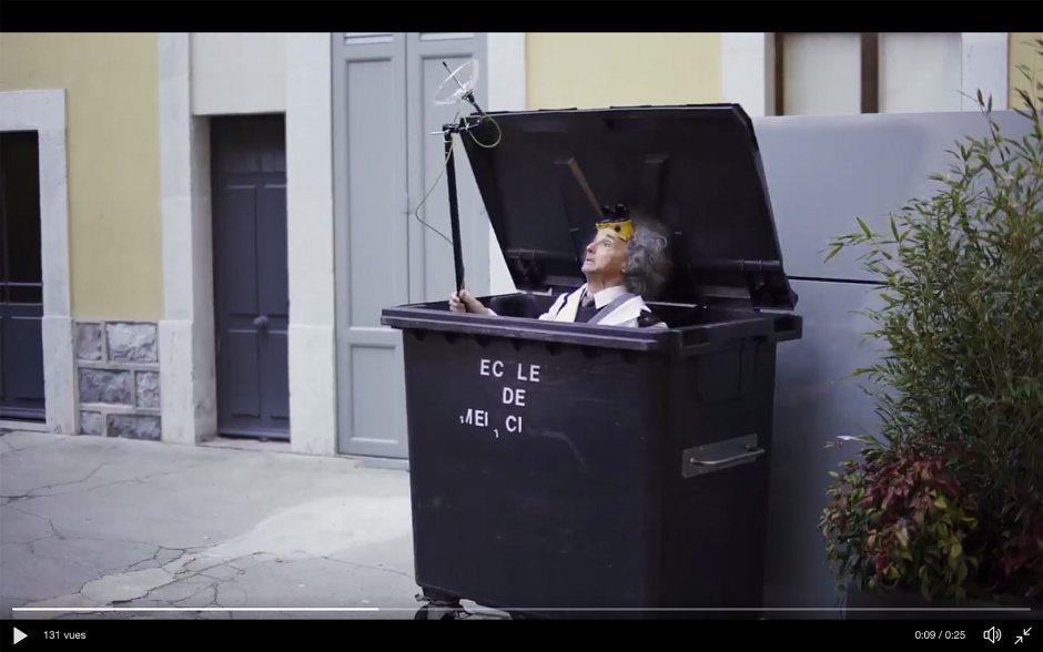 Le Dr Konnectus en pleine action dans une vidéo signée Salt.