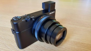 Le Sony RX100 VI et son viseur électronique.