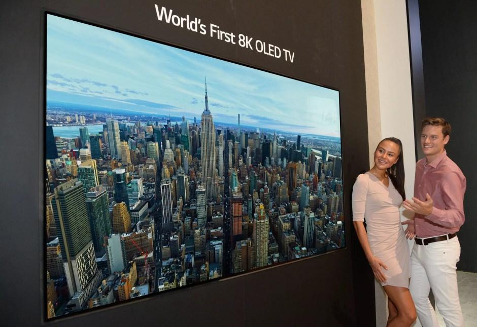 LG dévoile un gigantesque téléviseur 8K OLED.