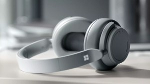 Avec son Surface Headphones, Microsoft bouscule le monde des casques audio!