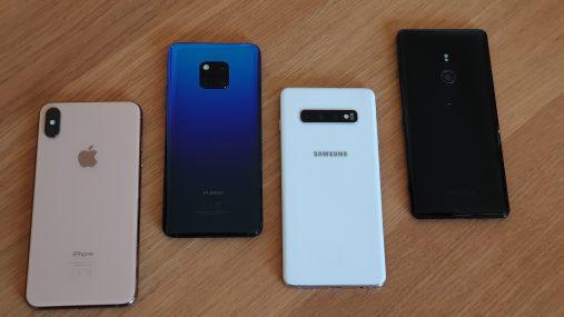 L'Apple iPhone XS Max, le Huawei Mate 20 Pro, le Samsung Galaxy S10+ et le Sony Xperia XZ3.