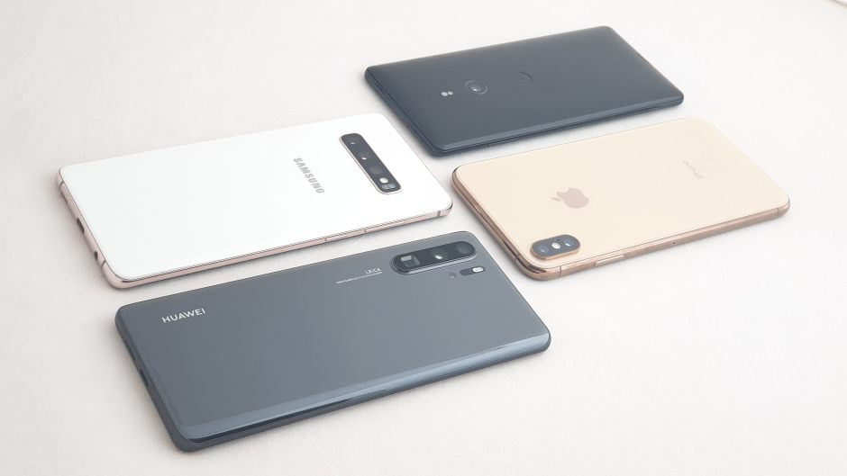Huawei P30 Pro vs Samsung Galaxy S10+ vs iPhone Xs Max vs Sony Xperia Xz3.