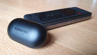 Le Samsung Galaxy Fold et les Galaxy Buds.