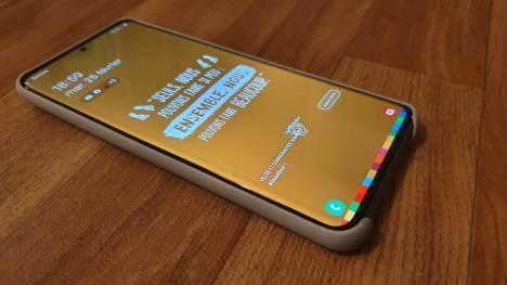 L'écran OLED de 6,9 pouces du Samsung Galaxy S20 Ultra 5G.