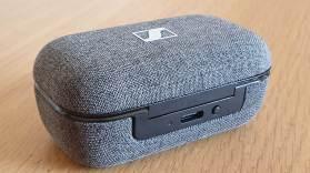 Le Boîtier recouvert de tissus des Sennheiser Momentum True Wireless 2.